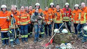 """Feuerwehr Rautheim rettet Dackel """"Flinte"""" in Braunschweig"""