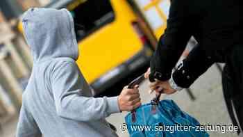 Versuchter Taschenraub in Wolfsburg – Polizei sucht Zeugen