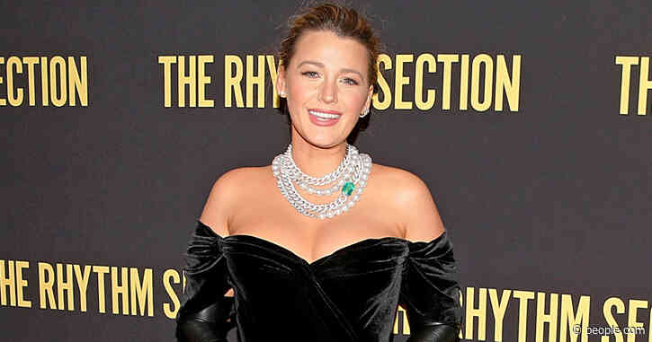 Blake Lively Wears a Corset on First Red Carpet Post Baby No. 3: 'I Gotta Get This Thing Off'