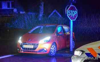Auto vliegt uit de bocht op Ulgersmaweg: bestuurder gewond