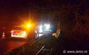 Auto glijdt van de weg bij afslag Assen A28