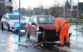 Auto's botsen op kruising in Nieuwe Pekela