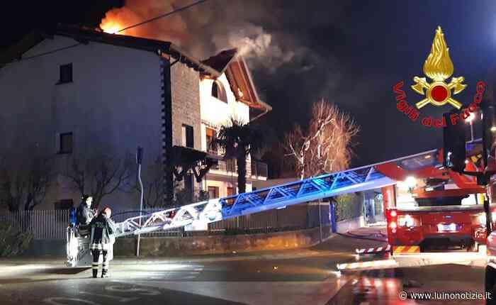 Le fiamme avvolgono una villa a Venegono Superiore - Luino Notizie