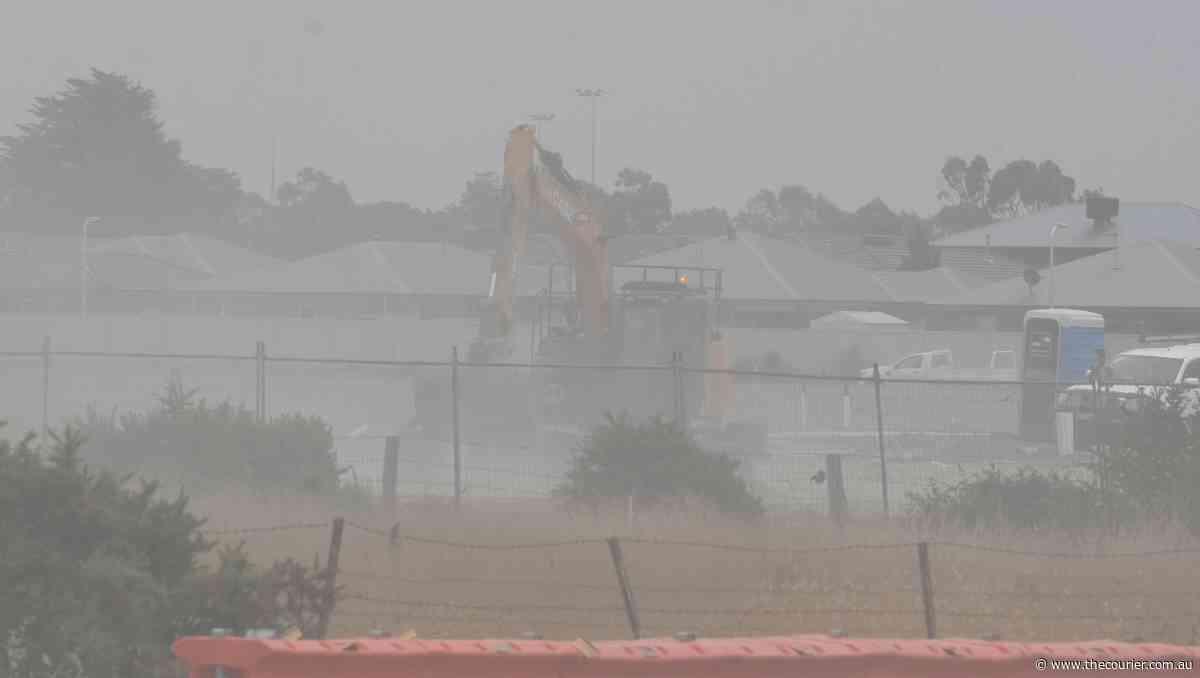 WATCH: Wind whips up dust clouds in Bonshaw - Ballarat Courier
