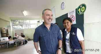Salvador del Solar reaparece y vota en colegio Alfonso Ugarte de San Isidro (FOTOS) - Diario Correo