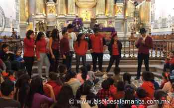 Irrumpen en misa del templo San Agustin el grupo de teatro Instituto Salamanca - El Sol de Salamanca