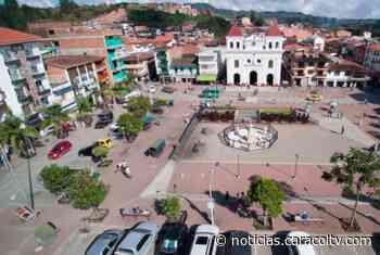 Atraco masivo entre El Santuario y Carmen de Viboral por delincuentes que bloquearon vía con palos - Noticias Caracol