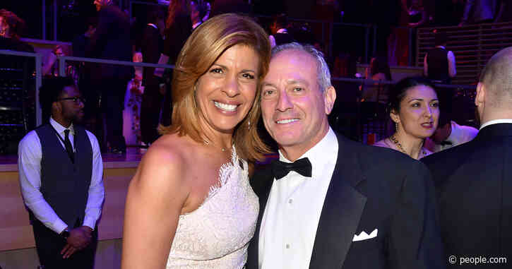 Hoda Kotb Is Planning 'Super Simple' Beachside Wedding with Joel Schiffman