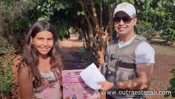 Policiais militares de Cerro Largo doam materiais escolares para menina que fez pedido ao Papai Noel - Outra Estação.com