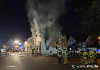 Feuer in Neckartenzlingen: Eine Schwerverletzte bei Wohnhausbrand am Kelterplatz - SWP