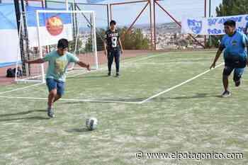 El barrio San Martín ya tiene su playón deportivo con césped sintético - El Patagónico