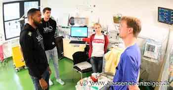 Spieler der Giessen 46ers schauen sich auf Frühchenstation der Kinderklinik um - Gießener Anzeiger