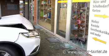 Auto fährt in Leeste in Buchhandlung - WESER-KURIER