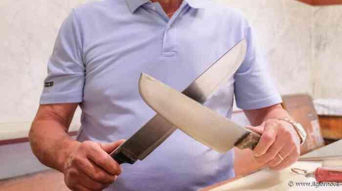 Cusago, macellaio si ferisce col coltello e finisce all'ospedale - IL GIORNO