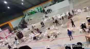 Escolares se enfrentan a botellazos en fiesta de promoción [VIDEO] - LaRepública.pe