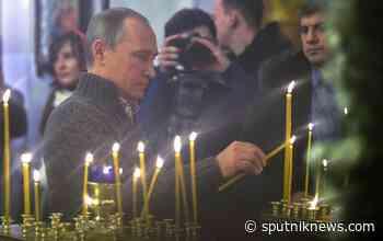 Putin Attends Orthodox Christmas Service at Yuriev Monastery in Veliky Novgorod - Sputnik UK
