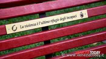 Libere dalla violenza: sabato in piazza Pastrello a Favaro Veneto inaugurazione di una nuova panchina rossa - VeneziaToday