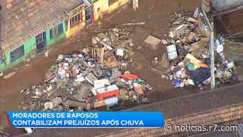Moradores se mobilizam para limpar casas e ruas após chuva em Raposos (MG) - R7