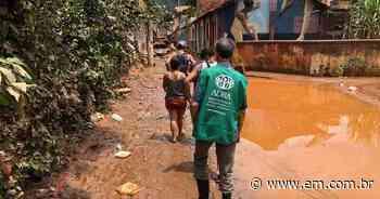 Arrasados pelas chuvas, moradores de Raposos recebem doações para tentar recomeçar - Estado de Minas