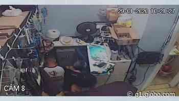 Suspeitos de roubar celulares de loja em Loanda são presos em praça de pedágio - G1