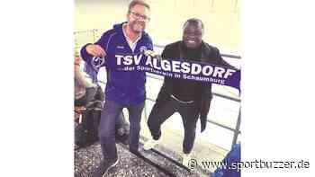 Gerald Asamoah schaut beim TSV Algesdorf seinem Neffen zu - Sportbuzzer