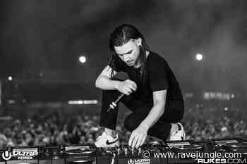 Skrillex faces heat for standing on DJ Equipment during his performance in China - Rave Jungle