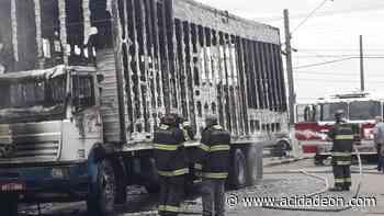 Caminhão de mudança pega fogo no Itatinga, em Campinas - ACidade ON