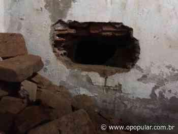 Centro do Estado Detento é flagrado furando parede em presídio de Ceres 21/12/2019 16 - O Popular