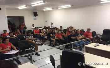 Professores de Tobias Barreto ocupam a Câmara de Vereadores para reivindicar pagamento do 13º salário - G1
