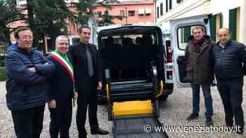 Donato al Comune di Santa Maria di Sala un pulmino per il trasporto di anziani e persone con disabilità - VeneziaToday