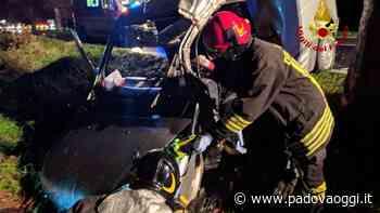 Montagnana: esce fuori di strada e rimane incastrata nell'abitacolo - PadovaOggi