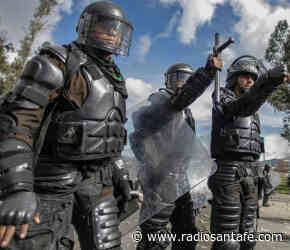 Seis policías resultaron heridos durante manifestaciones en Facatativá - Radio Santa Fe