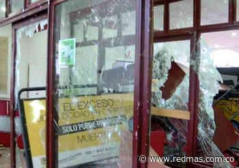 Sede de la alcaldía de Facatativá fue la más afectada en las protestas Colombia - RED+ Noticias