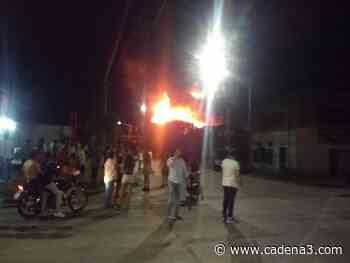 Por una cañita voladora, un incendio devoró una colchonería - Cadena 3