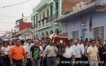 Habitantes de Paso del Macho, dan último adiós a edil ejecutado - La Prensa