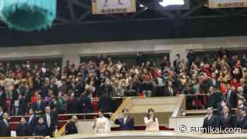 Kaiserliche Familie besucht Sumo-Turnier - Sumikai