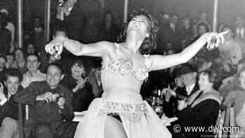 La joya de Moscú: bailarina rusa se luce en El Cairo con su danza del vientre - DW (Español)