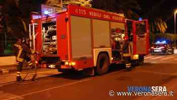 Fumo da un edificio disabitato, arrivano i vigili del fuoco: incendio domato - Verona Sera