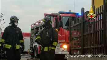 Scoppia un incendio nella taverna di una casa: pompieri domano il rogo - Verona Sera