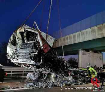 Incidente sull'A4; coinvolti due mezzi pesanti (FOTO) - ObiettivoNews
