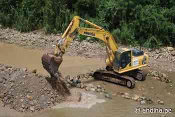 San Martín: con maquinaria pesada atienden emergencia en Uchiza afectada por huaico - Agencia Andina
