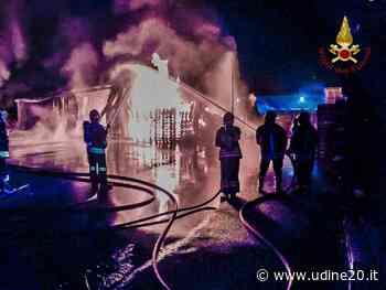 Incendio in deposito di vernici e solventi nella zona industriale di Brugnera - Udine20