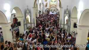Subida da imagem do Senhor do Bonfim ao altar encerra festa em Icó - Blogs Diário do Nordeste