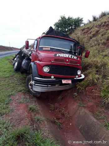 Motorista fica ferido após acidente com caminhão em Borborema - JCNET - Jornal da Cidade de Bauru