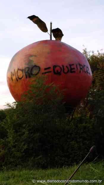 """Monumento em Laranjal Paulista amanhece com """"homenagem"""" a Moro e Queiroz - Diário do Centro do Mundo"""