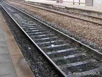 Mestrino, corre sui binari e si lancia sotto a un treno: morto. Traffico ferroviario in tilt - Fanpage.it