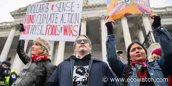 Joaquin Phoenix, Martin Sheen Arrested at Jane Fonda's Final DC Fire Drill Fridays Protest - EcoWatch