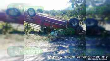 Vuelca camioneta con limoneros en Buenavista: Dos mujeres muertas y 15 heridos - Noventa Grados