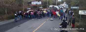 Padres de familia bloquean carretera Tixtla-Chilapa - Bajo Palabra
