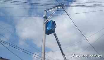 Avanza construcción de dos nuevos circuitos eléctricos en Magangué - Caracol Radio